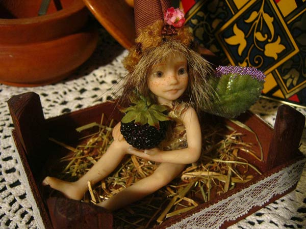 Ooak Pixie Alvi and the Blackberry - Gallery